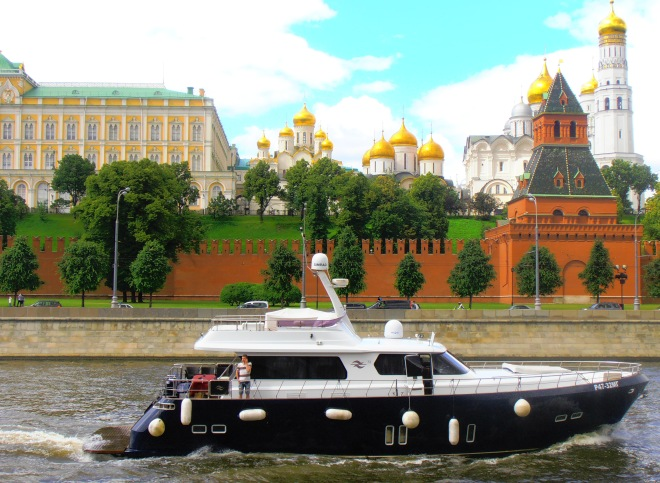 Cruising past the Kremlin on the Moscow River